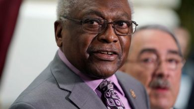 Photo of Senior House Democrat Clyburn endorses Biden for president