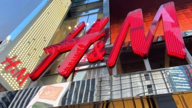 Photo of H&M closes U.S. stores amid protests, says it stands behind black community