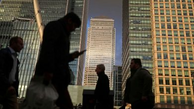 Photo of More UK employers give staff pay freezes, XpertHR survey says