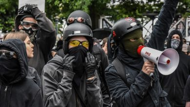 Photo of Portland Rioters: 'Every City, Every Town, Burn the Precincts to the Ground'