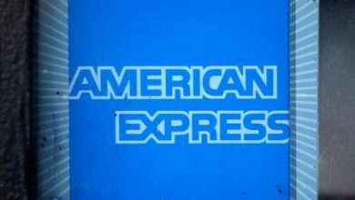 Photo of American Express Stock Falls 4%