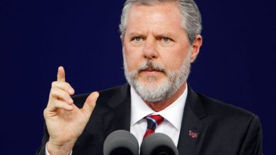Photo of U.S. evangelical leader Falwell to leave university after personal scandal
