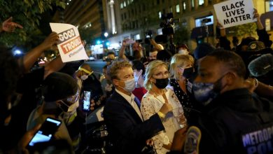 Photo of U.S. Republican Senator Rand Paul says attacked by 'angry mob' near White House